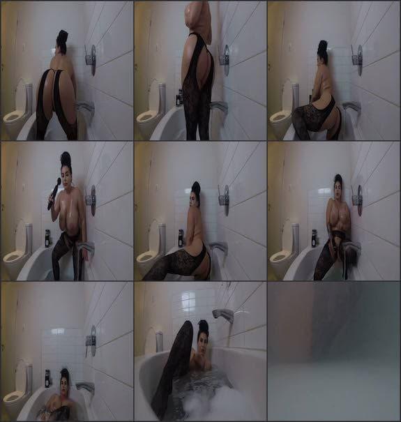 Korina Kova - bubble bath tease