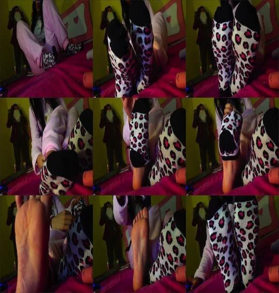 Adira Eiffel - I need someone to worship my feet