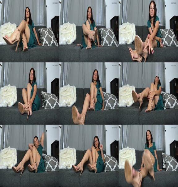 Christy Berrie - Cum Eating Foot Cuck